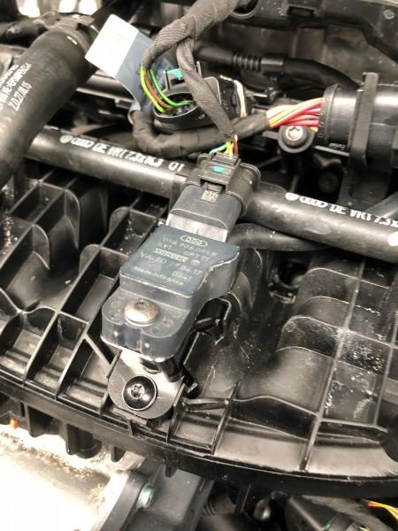 Turbosmart Ladedruck Adapter BRA VW Golf GTI/R MK7 - Schwarz